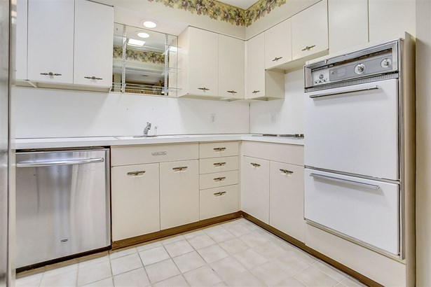 Comm Hsing/Condo/TH/Co-Op, Other/See Remarks - Wichita, KS (photo 4)