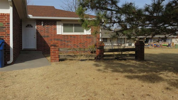 Ranch, Twin Home or 1/2 Duplex - Wichita, KS (photo 3)