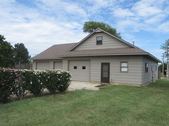 Single Family OnSite Blt, Ranch - Augusta, KS (photo 4)