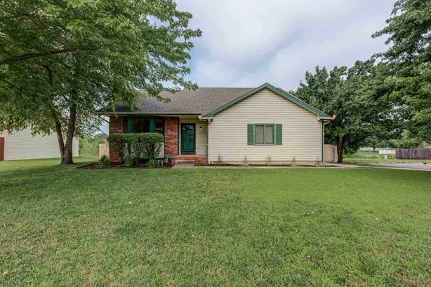 Single Family OnSite Blt, Traditional - Bel Aire, KS (photo 1)