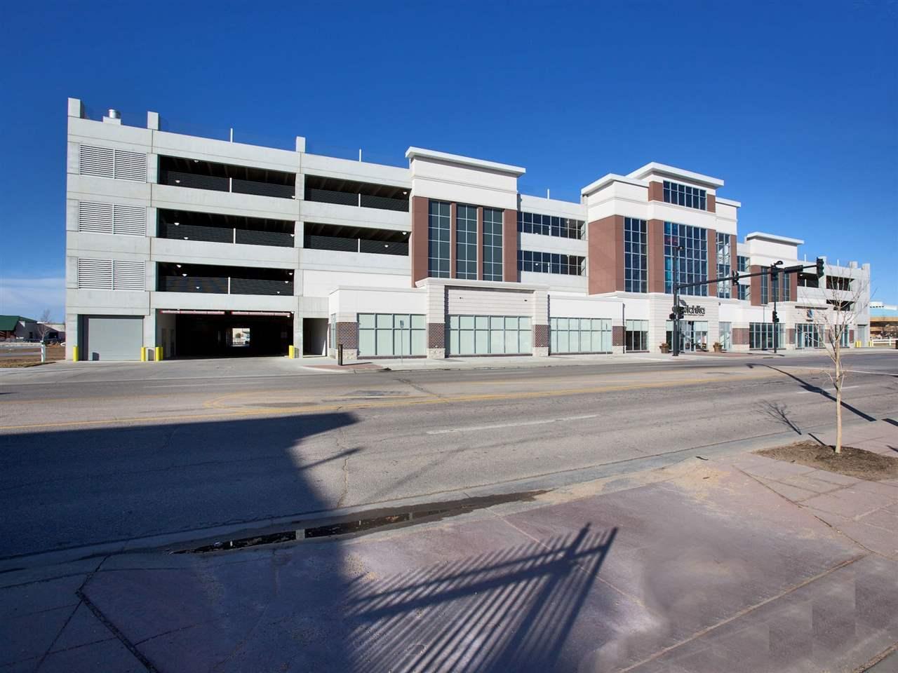 Comm Hsing/Condo/TH/Co-Op, Contemporary - Wichita, KS (photo 2)