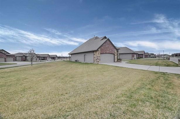 Ranch, Patio/Garden Home - Bel Aire, KS (photo 2)
