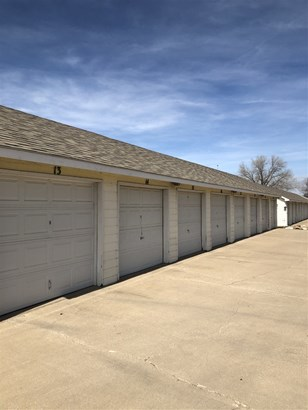 Comm Hsing/Condo/TH/Co-Op, Traditional - Wichita, KS (photo 4)