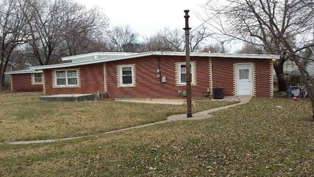 Single Family OnSite Blt, Ranch - Winfield, KS (photo 2)