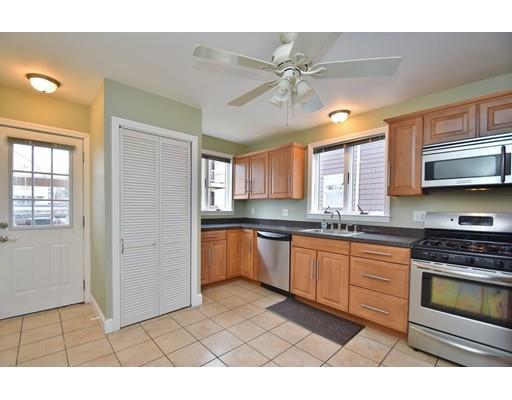 27 Woods Avenue, Somerville, MA - USA (photo 2)