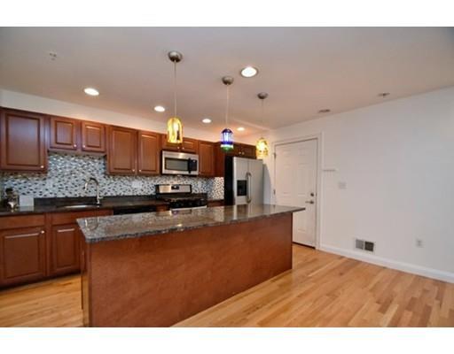 128 Kenrick St, Boston, MA - USA (photo 2)