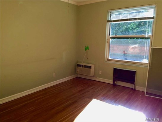 Rental Home, Apt In Bldg - Lawrence, NY (photo 4)