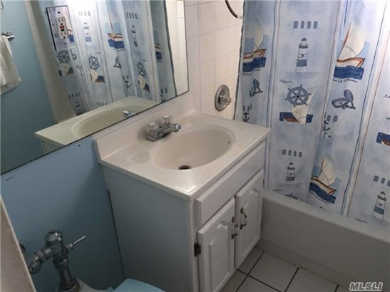 Co-Op, Rental Home - Lawrence, NY (photo 2)