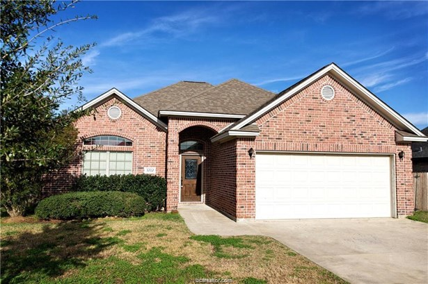 Traditional, Single Family - College Station, TX