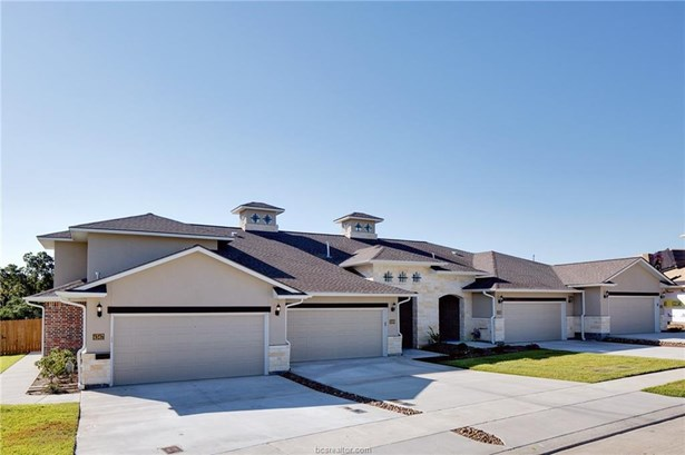 New Townhome, Traditional - College Station, TX (photo 3)