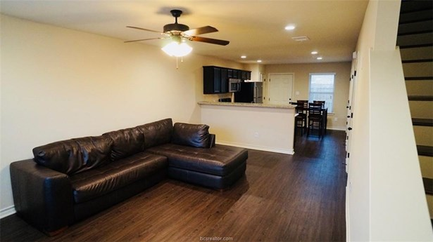 Townhome, Traditional - Bryan, TX (photo 2)