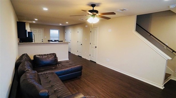 Townhome, Traditional - Bryan, TX (photo 3)