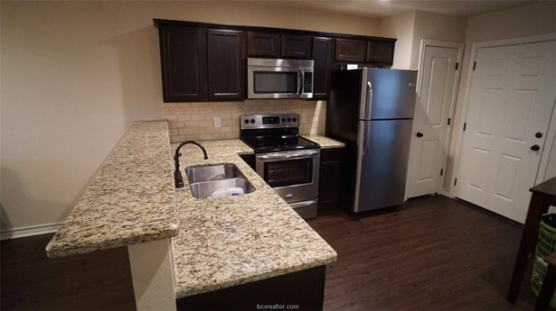 Townhome, Traditional - Bryan, TX (photo 4)