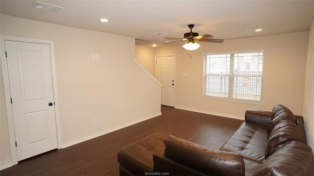 Townhome, Traditional - Bryan, TX (photo 5)
