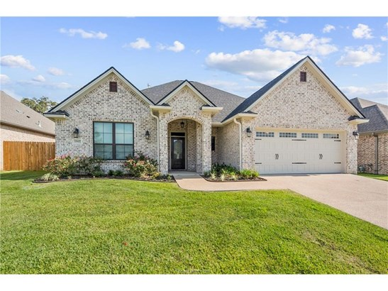 New Builder Home, Traditional - College Station, TX (photo 1)