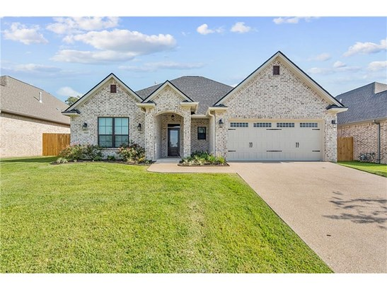 New Builder Home, Traditional - College Station, TX (photo 2)