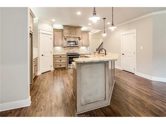 New Builder Home, Traditional - College Station, TX (photo 5)