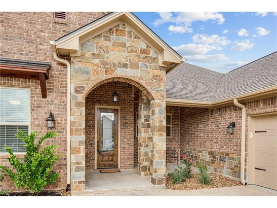 New Builder Home, Traditional - Bryan, TX (photo 2)