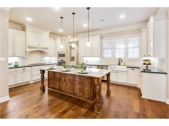 New Builder Home, Traditional - Bryan, TX (photo 3)