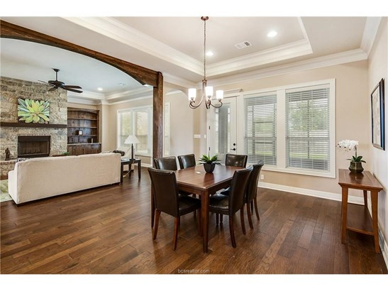 New Builder Home, Traditional - Bryan, TX (photo 4)