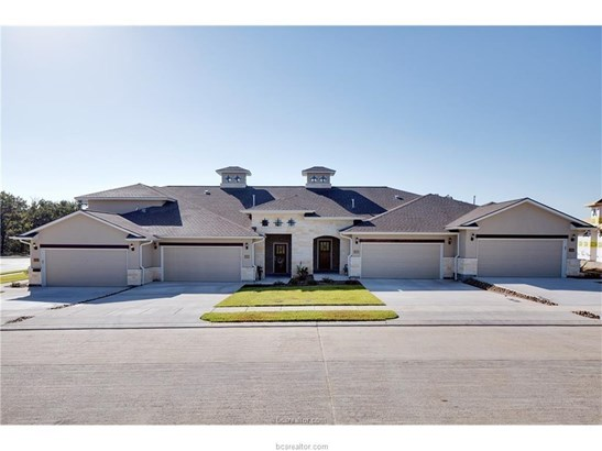 New Townhome, Traditional - College Station, TX (photo 1)
