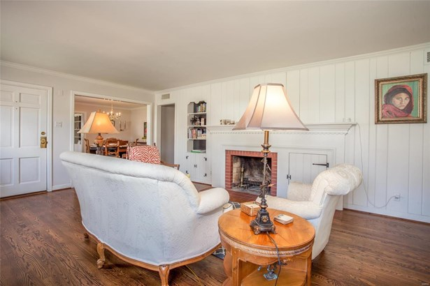 English,Traditional, Residential - Glendale, MO (photo 3)