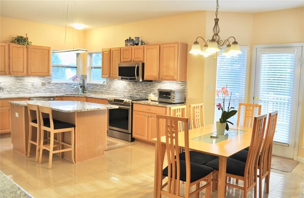 Residential, Traditional,A-frame - Ballwin, MO (photo 2)