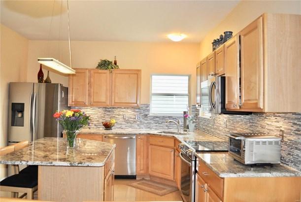 Residential, Traditional,A-frame - Ballwin, MO (photo 4)