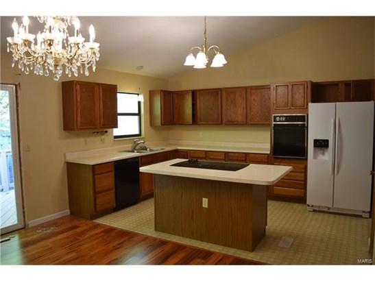 Residential, Split Foyer - Ballwin, MO (photo 3)