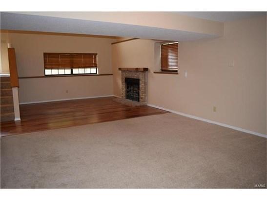 Residential, Split Foyer - Ballwin, MO (photo 4)