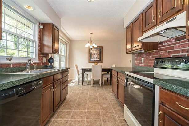 Traditional,Townhouse, Condo - St Louis, MO (photo 3)