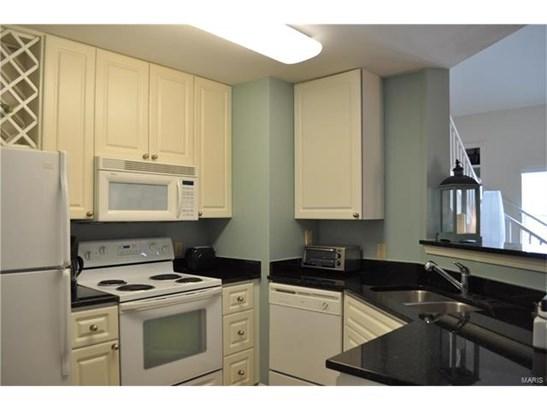 Contemporary,Traditional,Garden Apartment - Apartment Complex,Condo,Condo/Coop/Villa (photo 4)