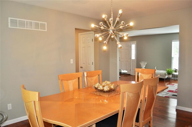 Residential, Traditional,A-frame - Dardenne Prairie, MO (photo 5)