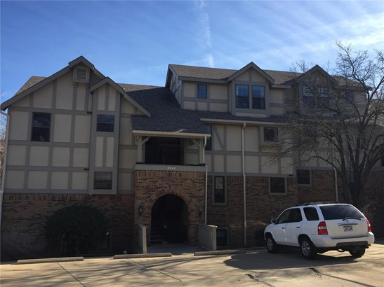 Traditional,Townhouse, Condo - Maryland Heights, MO (photo 1)