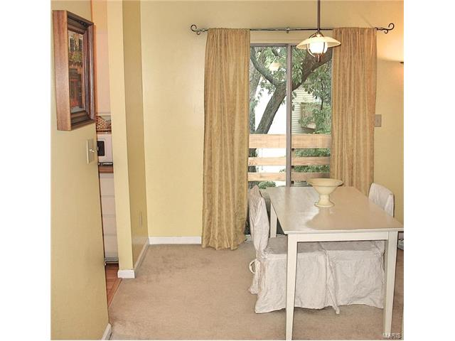 Condo,Condo/Coop/Villa, Traditional - Brentwood, MO (photo 4)