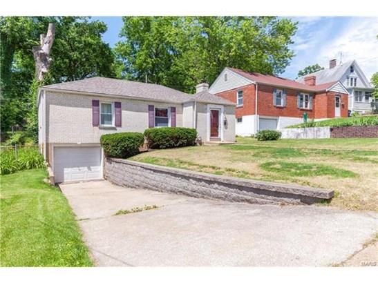 Bungalow / Cottage, Residential - Ferguson, MO (photo 3)