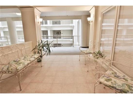Condo,Condo/Coop/Villa - Historic,Traditional,Garden Apartment (photo 3)
