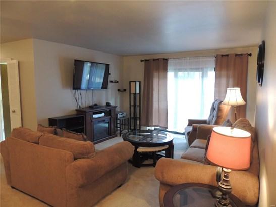 Contemporary,Garden Apartment, Condo - Hazelwood, MO (photo 3)