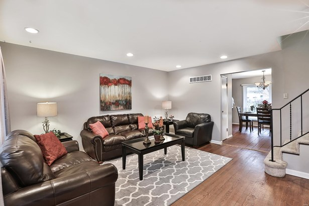 Residential, Traditional,Tri-level - St Louis, MO (photo 3)