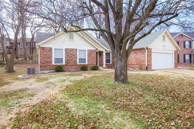 Residential, Colonial,Ranch - Ballwin, MO (photo 2)