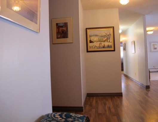 165 Court, Thunder Bay, ON - CAN (photo 2)