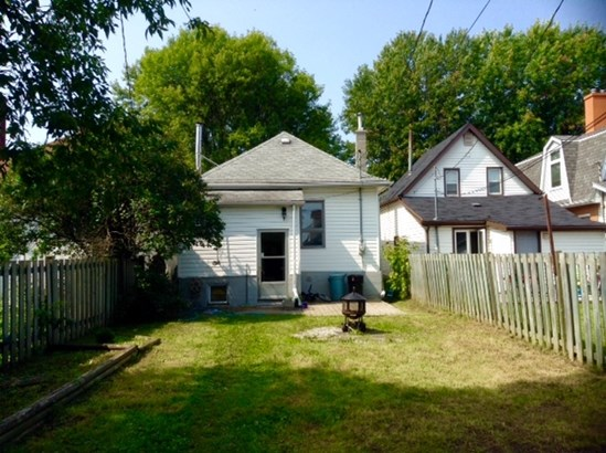 526 Brodie, Thunder Bay, ON - CAN (photo 2)