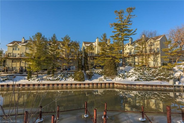 40 Ontario Street 9, Grand Bend, ON - CAN (photo 2)
