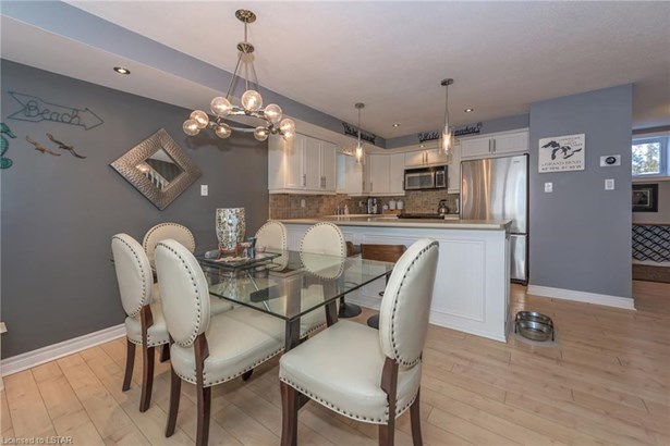 40 Ontario Street 9, Grand Bend, ON - CAN (photo 4)