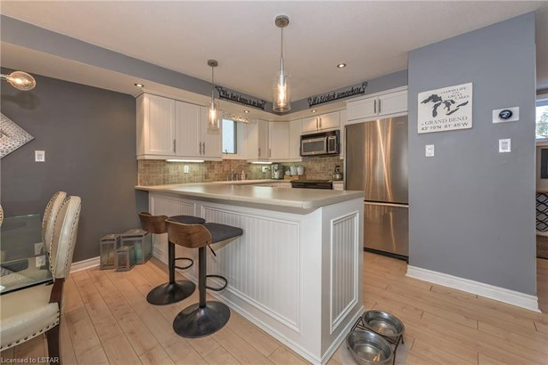 40 Ontario Street 9, Grand Bend, ON - CAN (photo 5)