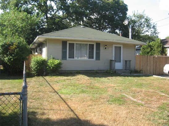 Rental Home, Ranch - Shirley, NY (photo 1)