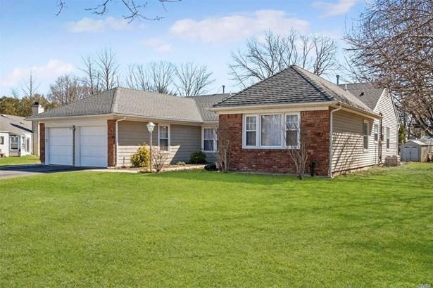 Residential, Ranch - Stony Brook, NY (photo 1)