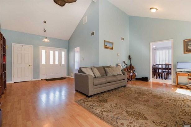 Residential, Ranch - Stony Brook, NY (photo 2)