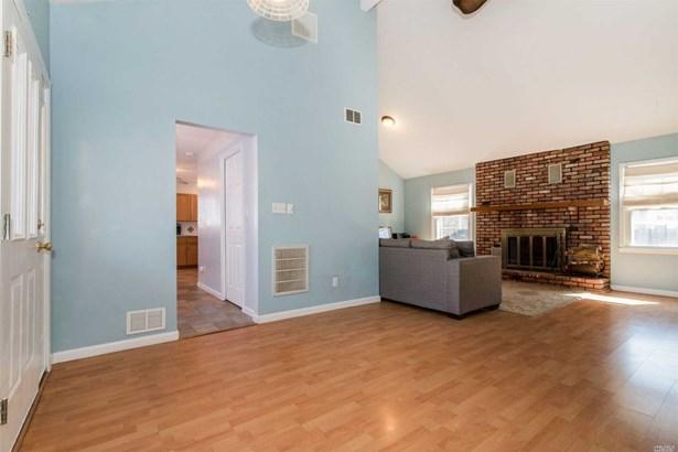 Residential, Ranch - Stony Brook, NY (photo 3)