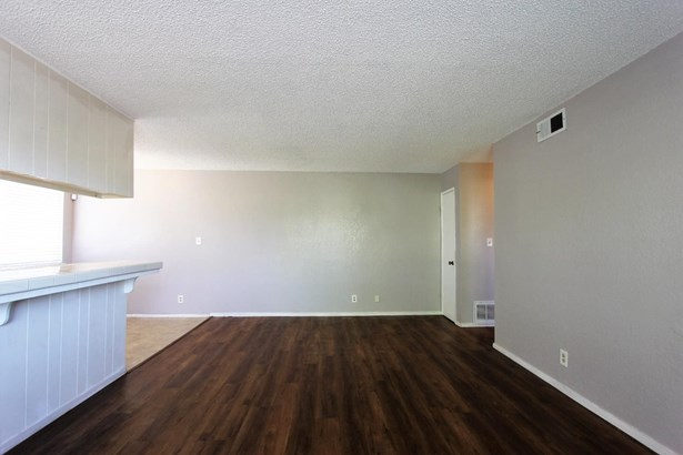 5615 Revelstok Drive 4, Sacramento, CA - USA (photo 4)